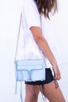 sac-mousqueton-bleu-chaine-argente